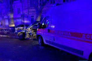 Заснув за кермом: у Одесі авто швидкої протаранило легковика