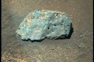 """В NASA исследуют """"странный камень"""" с Красной планеты"""