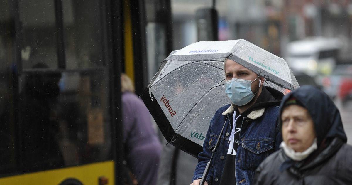 """У Києві люди масово заражаються """"британським"""" штамом коронавірусу: у чому його небезпека"""