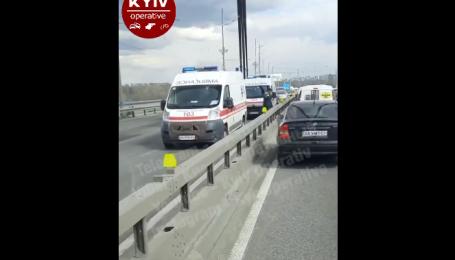 С Северного моста в Киеве упал мужчина и разбился насмерть: видео