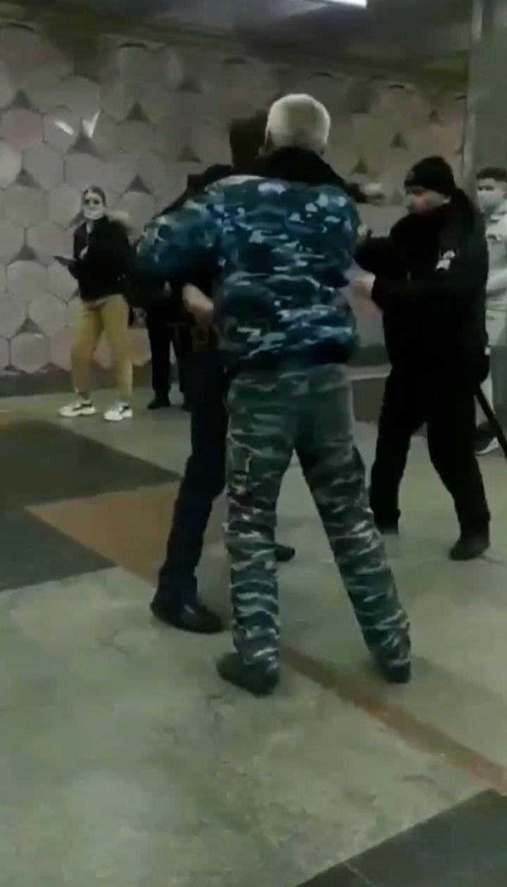 У метро Харкова через маску стався конфлікт