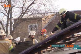 В Киеве взорвался гараж: обломки разлетелись на десятки метров и повредили дома