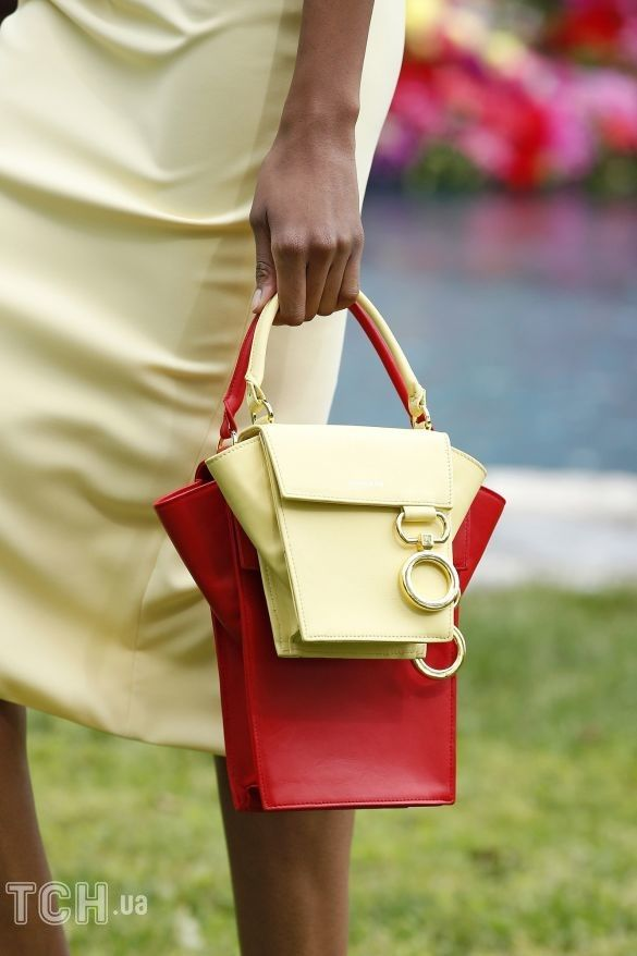 Коллекции прет-а-порте сезона весна-лето 2021, фото с показов, модные сумки, тенденции моды, сумочные тренды, модные аксессуары_2