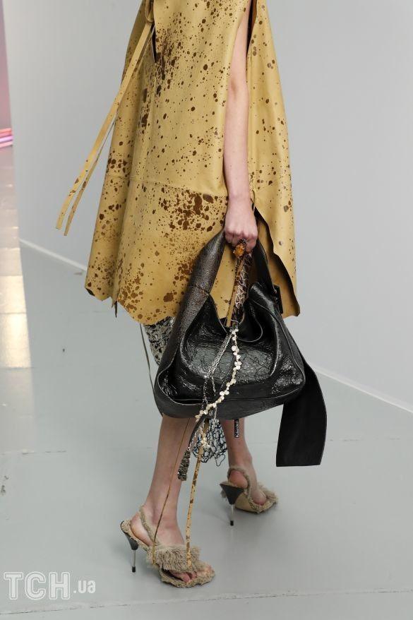 Коллекции прет-а-порте сезона весна-лето 2021, фото с показов, модные сумки, тенденции моды, сумочные тренды, модные аксессуары_14