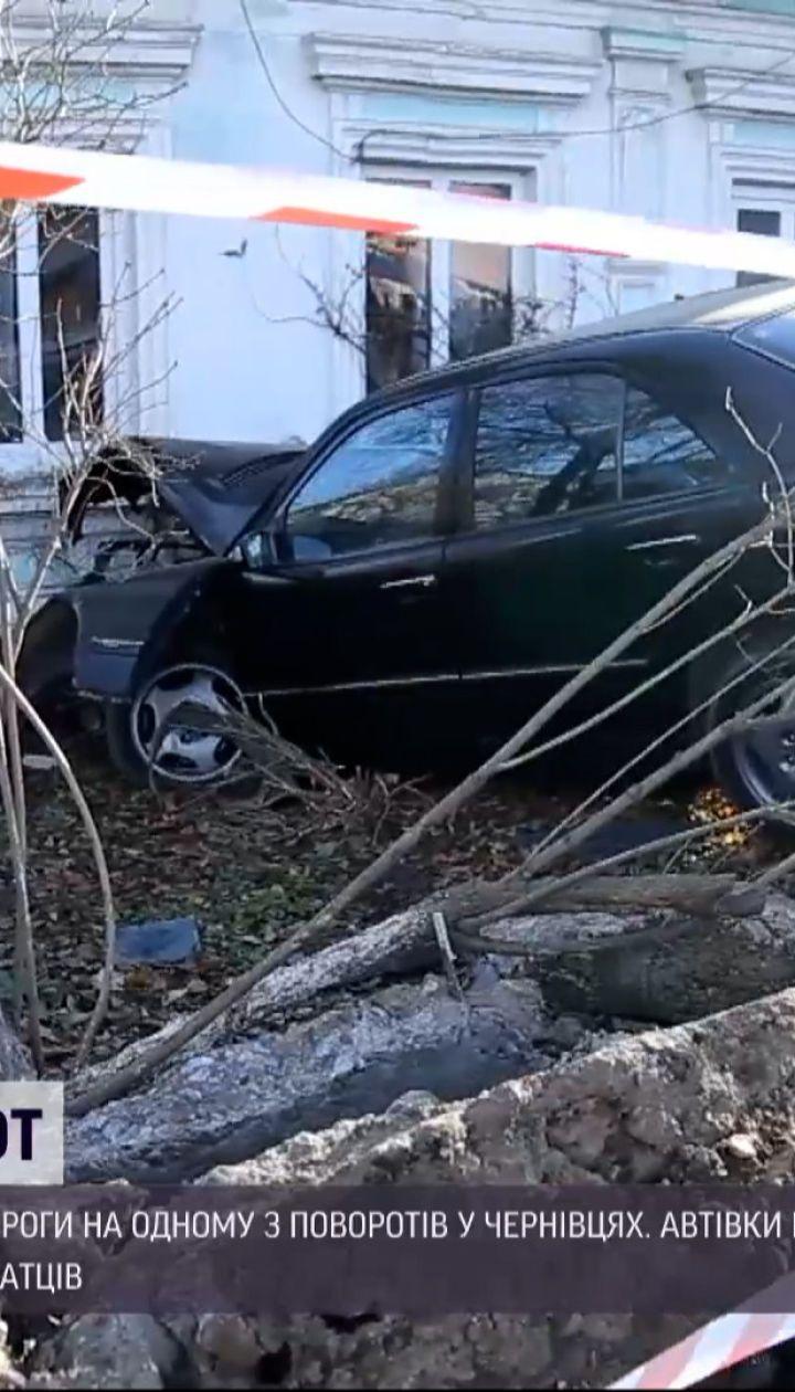 Новини України: мешканці однієї з вулиць у Чернівцях потерпають від регулярних ДТП