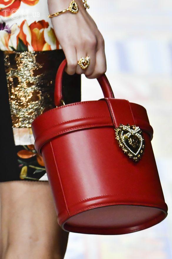 Коллекции прет-а-порте сезона весна-лето 2021, фото с показов, модные сумки, тенденции моды, сумочные тренды, модные аксессуары_3