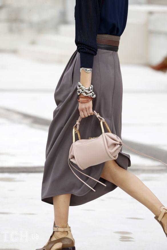 Коллекции прет-а-порте сезона весна-лето 2021, фото с показов, модные сумки, тенденции моды, сумочные тренды, модные аксессуары_9