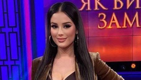 """Вот это да: участница шоу """"Холостяк-11"""" продемонстрировала шпагат в салоне красоты"""