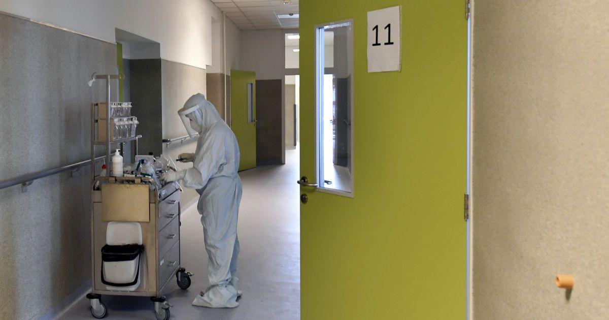 Сплеск коронавірусу в Україні восени: інфекціоніст розповів, що може його зупинити