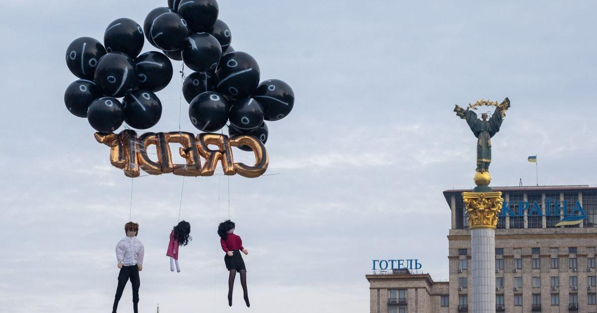 """Погрози на адресу позичальників відтепер під забороною: Зеленський підписав """"колекторський закон"""""""
