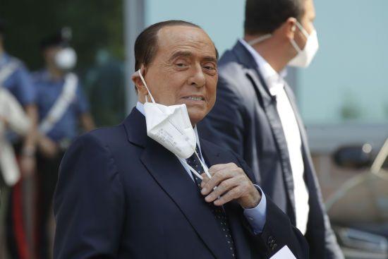Берлускони второй раз за месяц попал в больницу