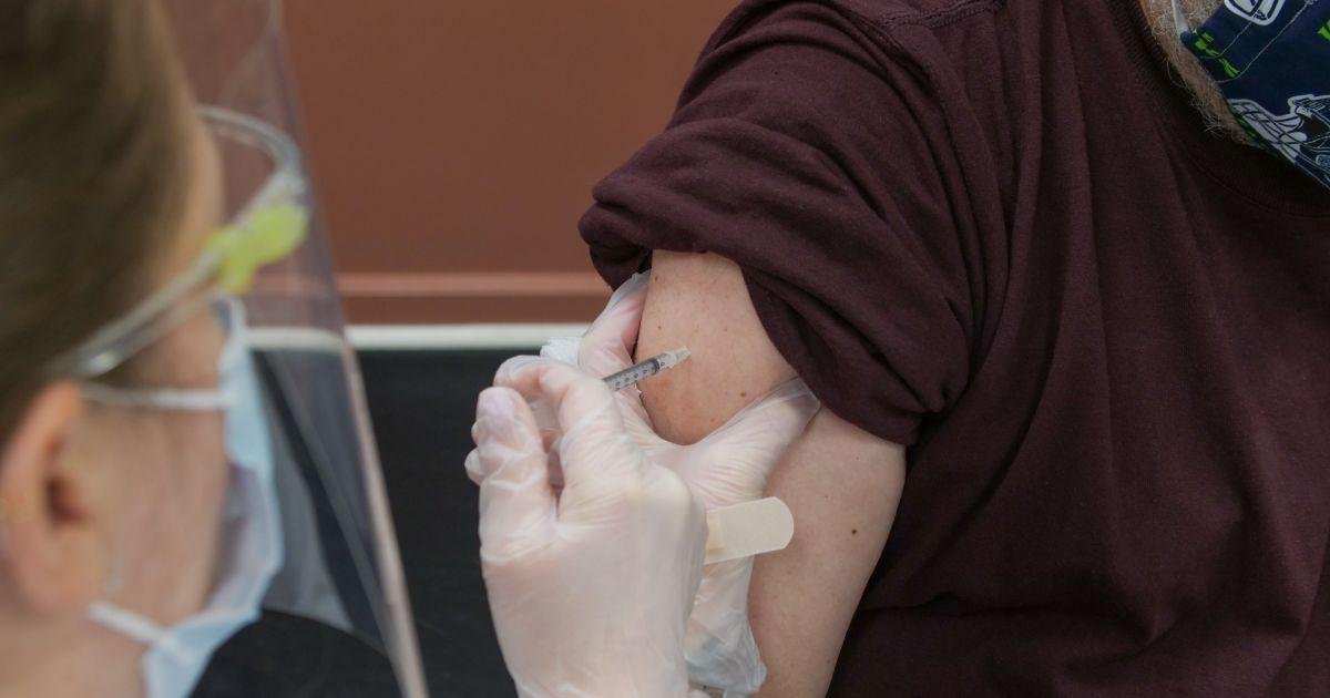 Кому не варто вакцинуватися AstraZeneca: Голубовська пояснила нюанси