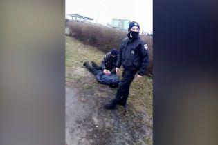 В Луцке из-за остановки маршрутки пассажиры подрались с копами