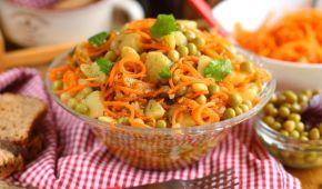 Взрыв вкуса: как приготовить салат из картофеля и моркови по-корейски