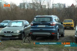 Незаконна парковка у Харкові працює навіть тоді, коли щодо цієї справи триває суд