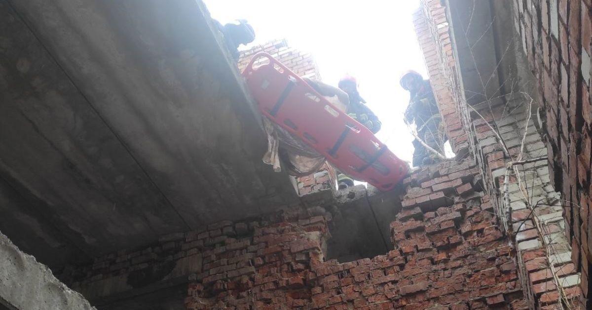 У Львівській області під час демонтажу закинутої будівлі на робітника обвалилась стіна: чоловік загинув