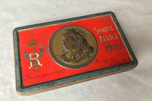 Подарунок королеви для солдатів: у Британії знайшли коробку шоколаду, якому понад 120 років