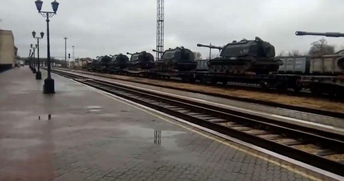 РФ перекидатиме війська до кордонів України до кінця квітня — розвідка