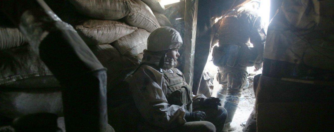 Обстріли бойовиків на Донбасі не припиняються: один воїн загинув, один - отримав поранення