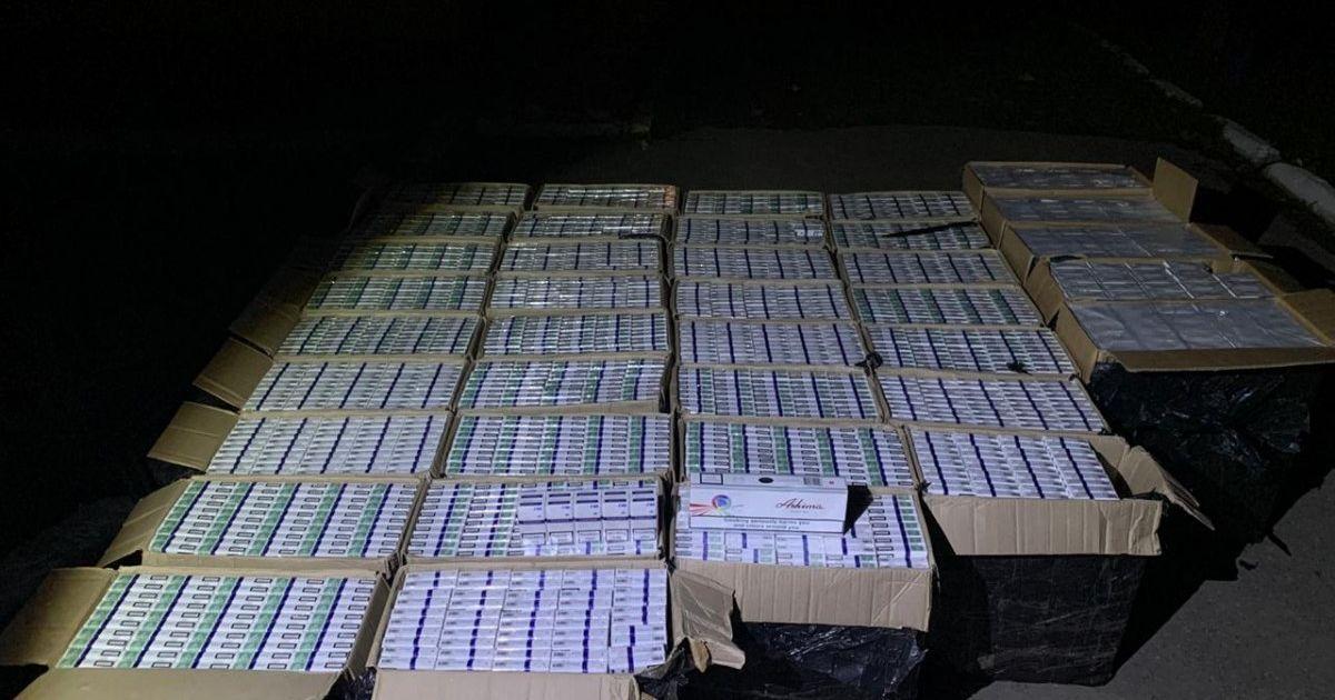 На Буковині водій втікав від прикордонників з контрабандним куривом на пів мільйона гривень