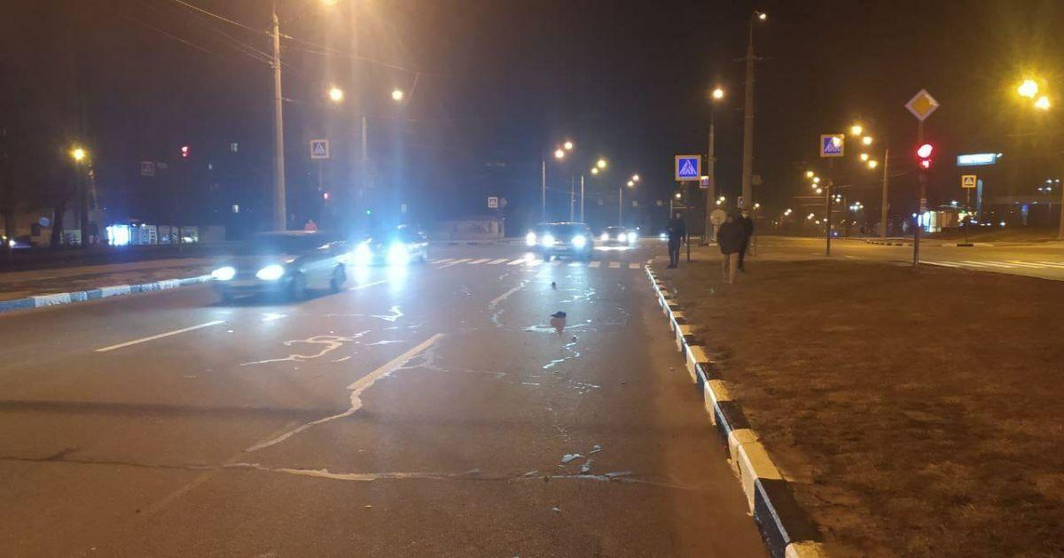У Харкові автівка на смерть збила поліціянта, який переходив дорогу на червоне світло