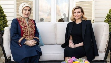 В обтягивающем платье и на шпильках: Елена Зеленская продемонстрировала элегантный образ в Турции