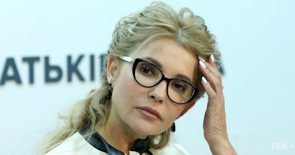 У стильному жакеті, на шпильках і з білим манікюром: Юлія Тимошенко на пресконференції