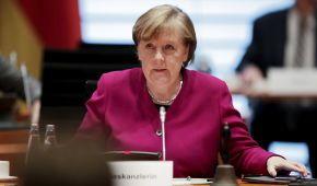 Меркель отменила запись на прививку от COVID-19: что произошло