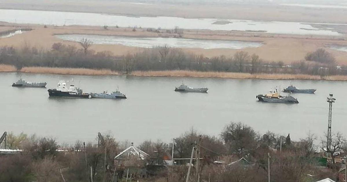 Россия массово перебрасывает военные катера к Черному морю (фото, видео)