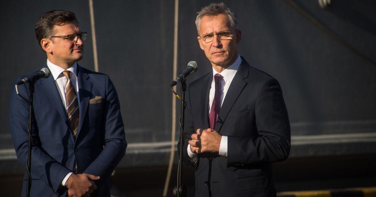 Кулеба вирушає до Брюсселя на зустріч з генсеком НАТО і екстрене засідання через агресію Росії