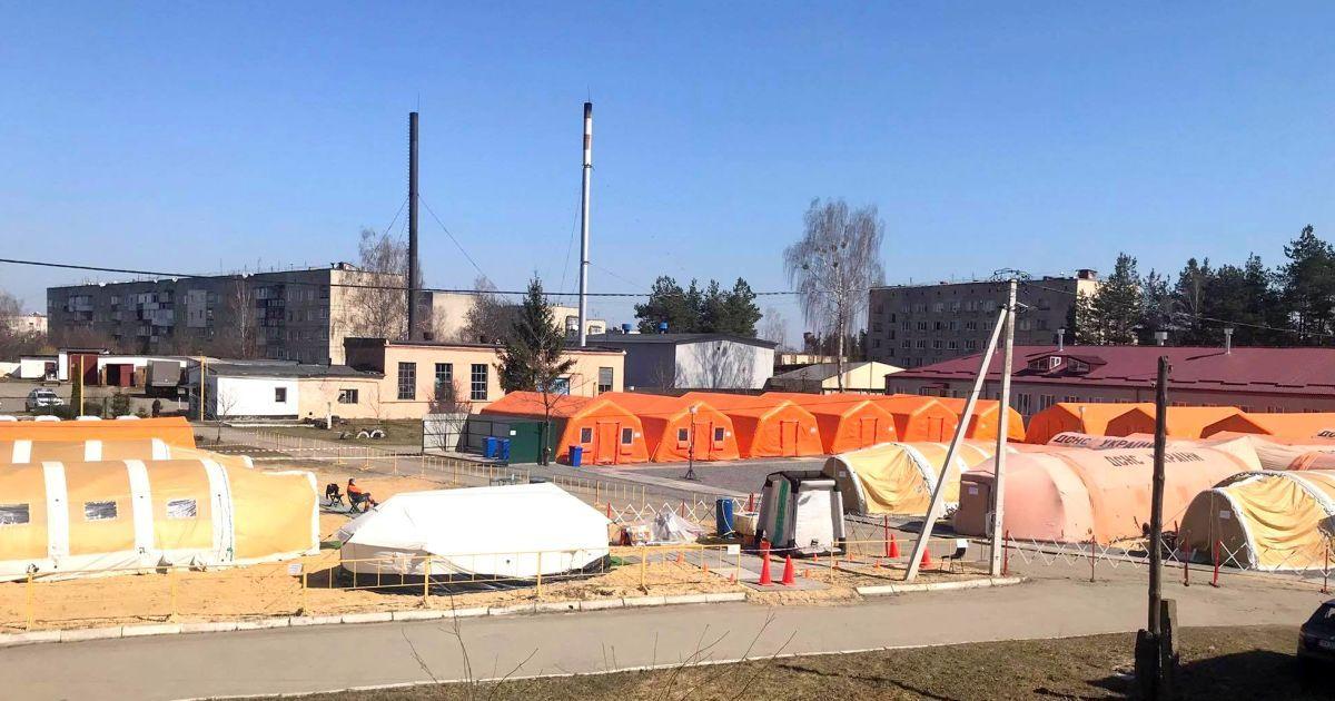 В Хмельницкой области в мобильный госпиталь госпитализировали первых больных коронавирусом: подробности