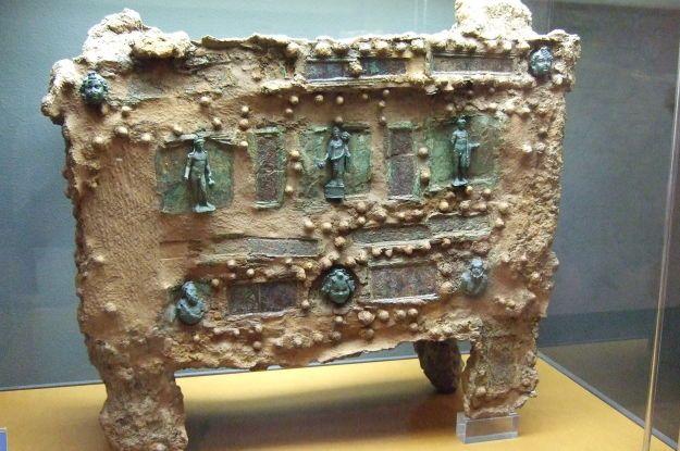 В Іспанії знайшли унікальний старовинний сейф (фото)