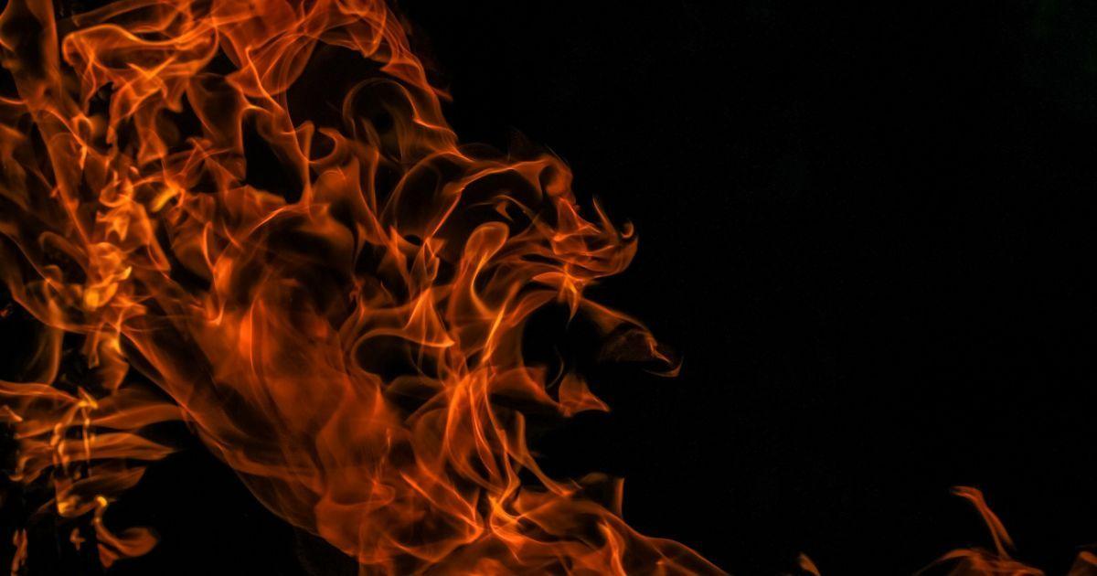 На Івано-Франківщині чоловік облив себе бензином та підпалив