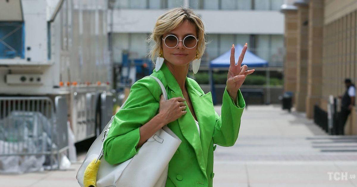 В ярком жакете и на каблуках: супермодель Хайди Клум пришла на съемки в трендовом аутфите