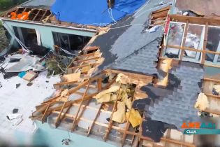 Во Флориде мощные ураганы ночью накрыли побережье, разрушая все на своем пути