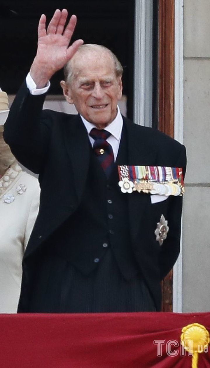 Принц Чарльз, королева Елизавета II и принц Филипп