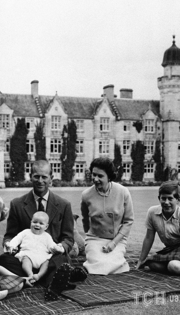 Принц Филипп и королева Елизавета II