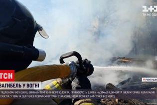 Новини України: у селі Рівненської області чоловік підпалив траву, знепритомнів та упав у полум'я