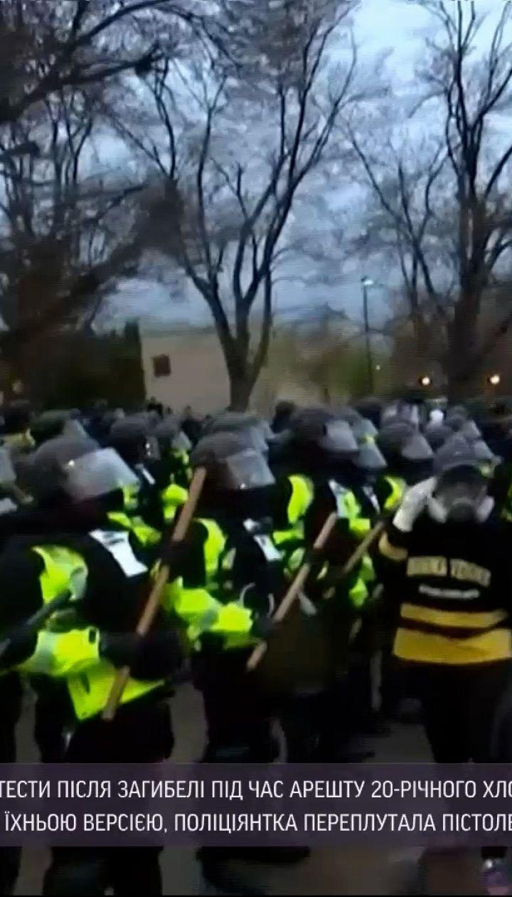 Новини світу: у США знову тривають протести через вбивство темношкірого поліцією