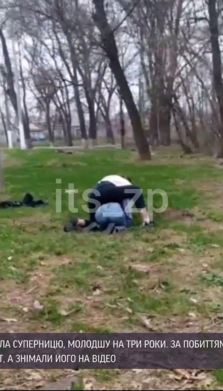 Новини України: у Запоріжжі 14-річна дівчина жорстоко побила молодшу від неї школярку