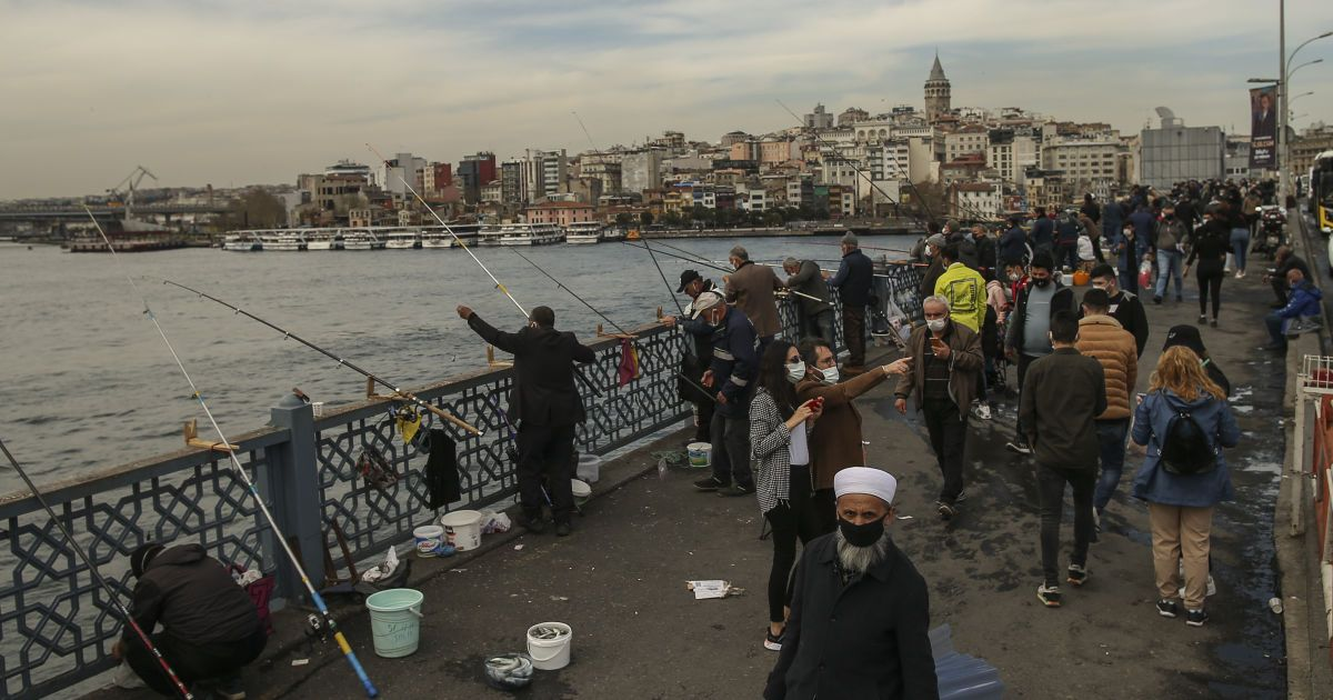 В Турции продлили комендантский час и усилили карантинные ограничения