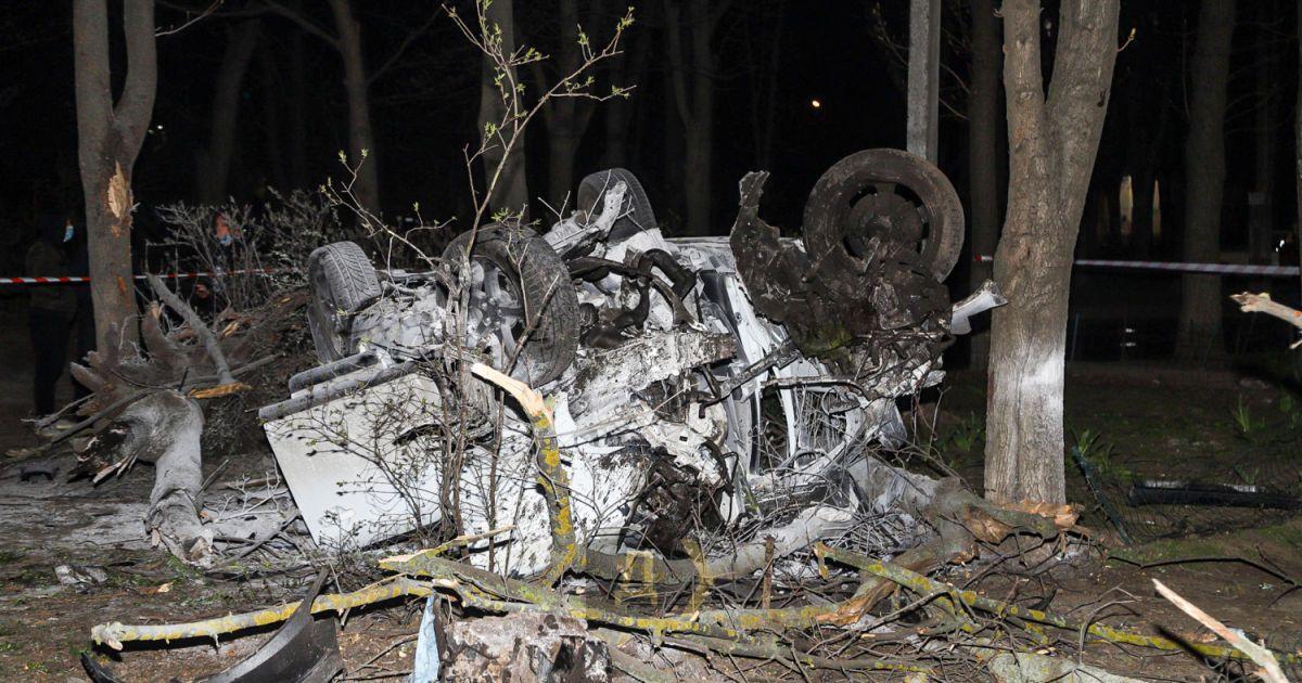 В Одессе легковушка вылетела с дороги во двор: есть жертвы