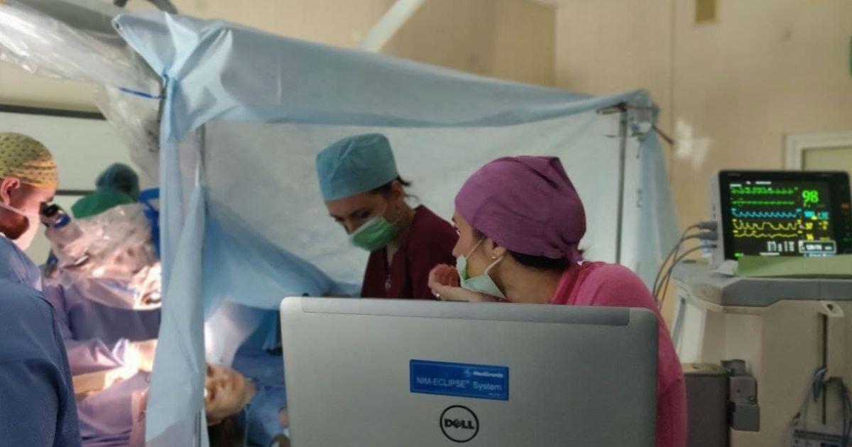 Проснуться во время операции на мозге: впервые в Украине врачи уникальным методом удалили опасную опухоль