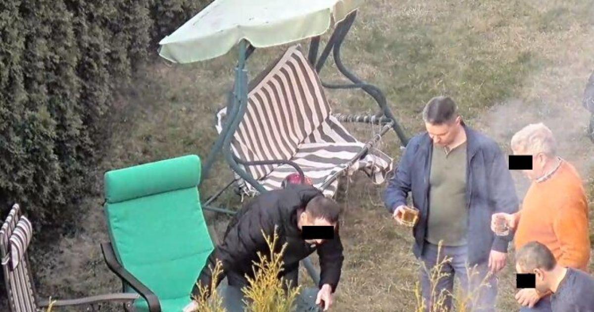 Дипломат РФ, пренебрегая карантином, устроил шумную вечеринку в Риге и показывал соседям средние пальцы