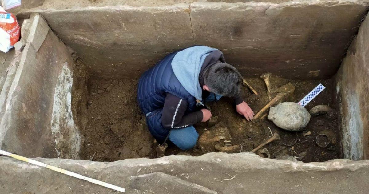 У кам'яній гробниці в Тернопільській області знайшли скелети і артефакти віком 5 тисяч років: фото