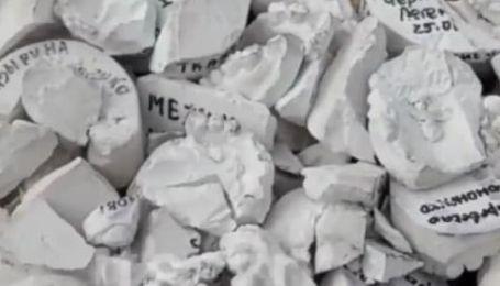 Ноу-хау у боротьбі з поганими дорогами: у Запоріжжі яму засипали зліпками щелеп (відео)