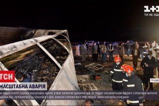 Новости мира: в Египте перевернулся автобус с людьми, а потом в него еще и врезался грузовик