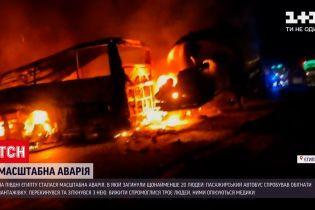 Новости мира: в Египте произошло ДТП с пассажирским автобусом - не менее 20 человек погибли
