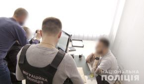 Заробили 26 млн грн: поліція викрила злочинну групу, яка виготовляла фальшиві дипломи