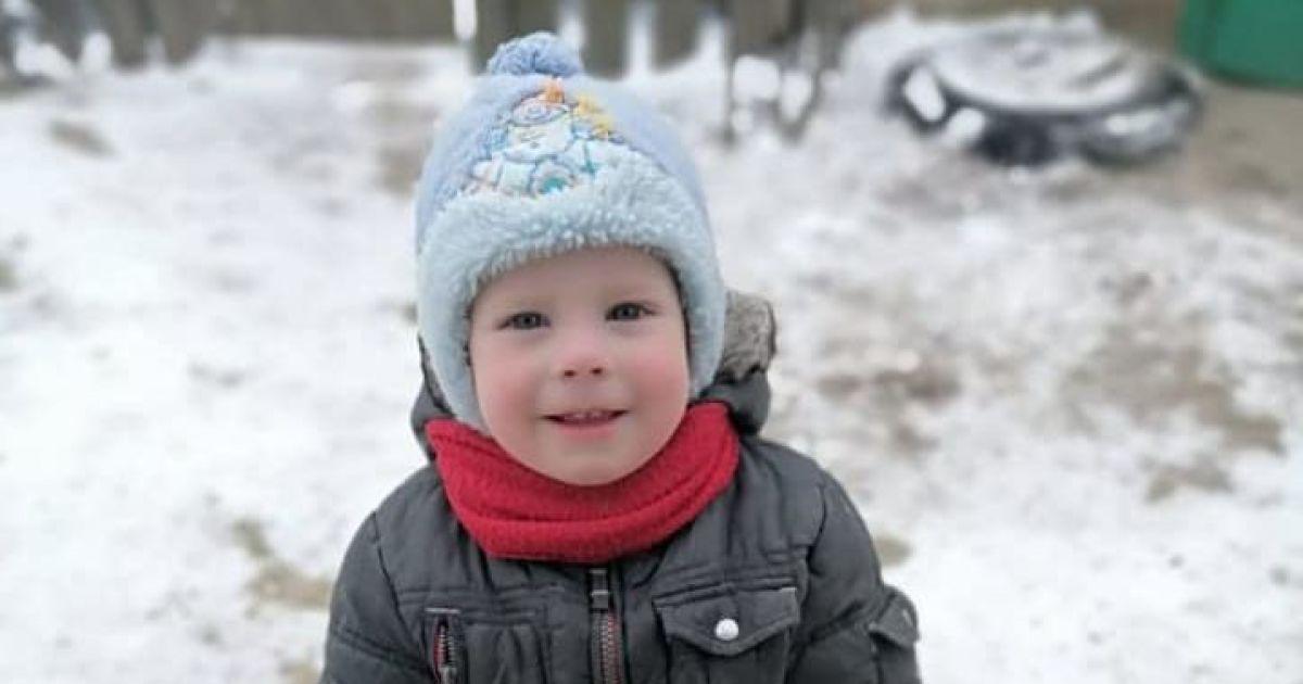 Полиция обнародовала фото и приметы пропавшего под Киевом маленького мальчика